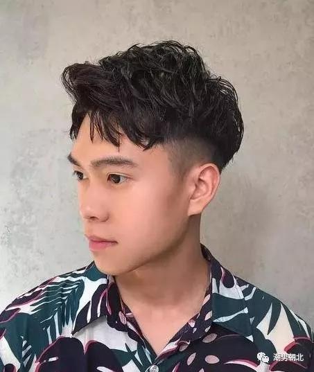 四款00后都开始剪的男生发型,剪完真的帅!
