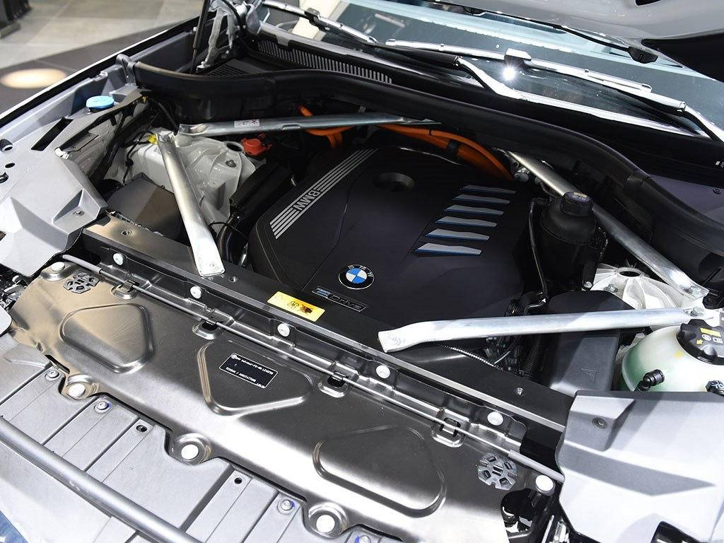 六缸还带电,宝马X5要高速?5.6秒破百油耗低至2.1L!