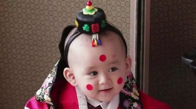 继承民国男孩表情笔画,韩国又一个星二代宝火表白称号包表情图片