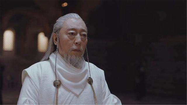 《将夜》71岁郑少秋拍戏,沙漠中靠7人搀扶才能勉强行走,真老了
