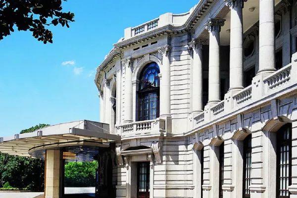 精致典雅的欧式建筑,流光溢彩.