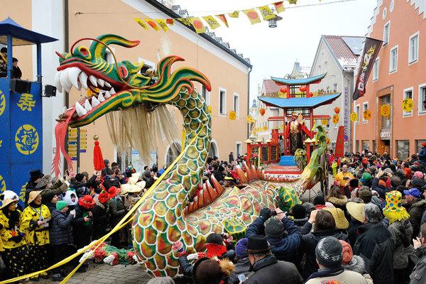 """这个叫迪特福特的德国小镇 每年都举行""""中国狂欢节"""""""