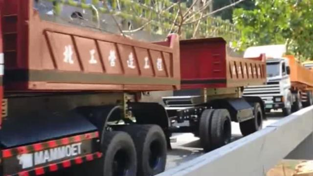 仿真卡车模型,过弯不碰路边护栏,操作必须熟练! ?