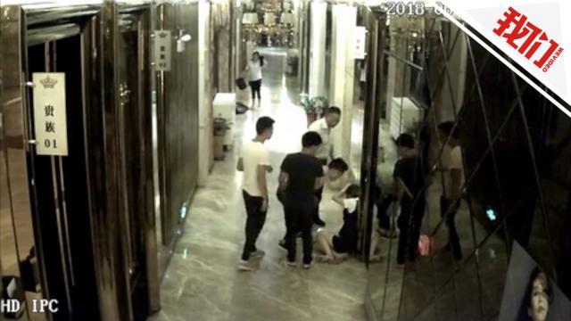 KTV女服务员被客人踹倒 经理:内部解决就让警察走了
