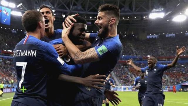 时隔12年再度杀进世界杯决赛 全法国狂欢庆祝