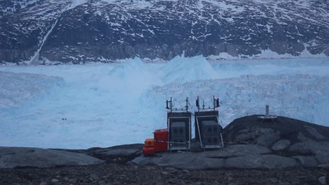 震撼!格陵兰6.5公里长冰川崩解