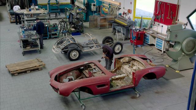 猫王私人订制的宝马507修复过程 ?