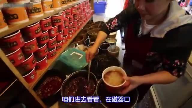 不怕辣的外国小哥 到重庆来吃美食小吃