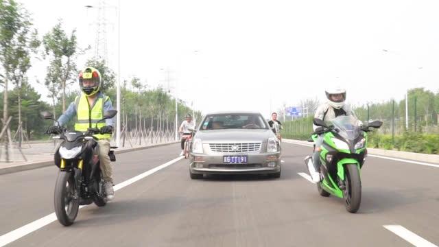"""视频:8万块能买啥车?今天给你们看一款""""总统车"""",凯迪拉克SLS赛威"""