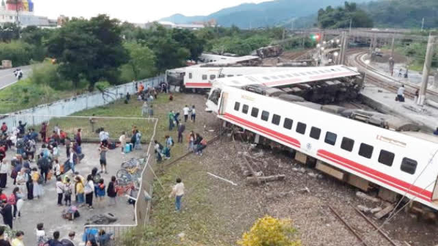 18 dead, 187 injured in Taiwan train derailment