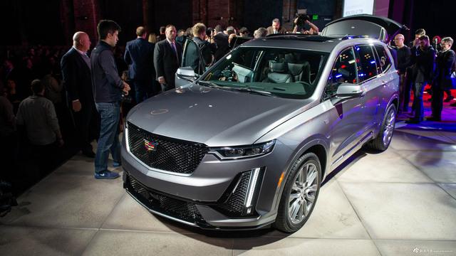 定位中大型SUV 实拍全新凯迪拉克XT6