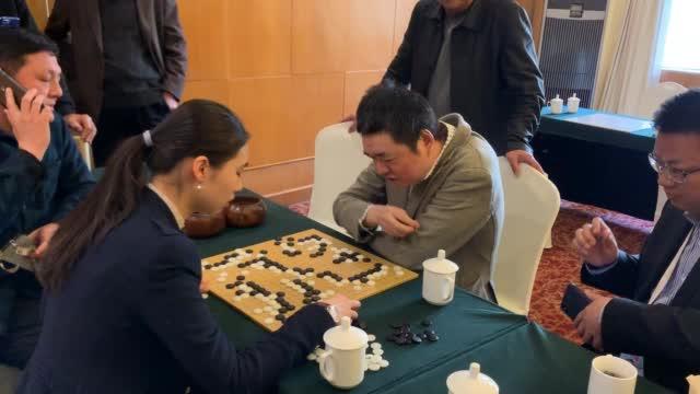 视频-王中王围棋争霸赛 马晓春与张越然一起研究