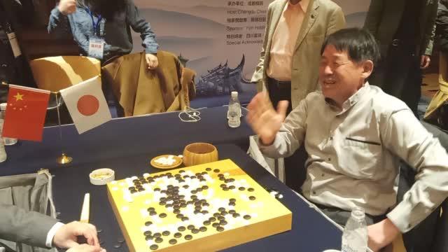 视频-聂卫平大师赛赛后复盘 小林光一非常开心