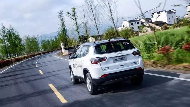 搭1.3T发动机,Jeep指南者何以傲视同级?汽车Vlog045
