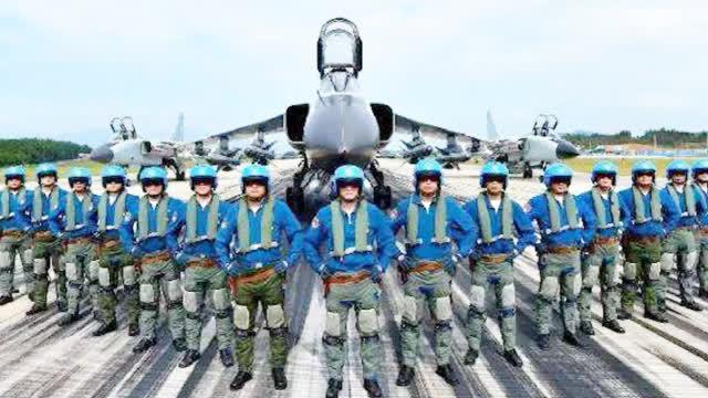 """新闻特写:中国海军航空兵战史""""第一炮"""""""