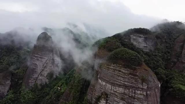 雨后的武当山云雾缭绕胜似仙境般美丽壮观