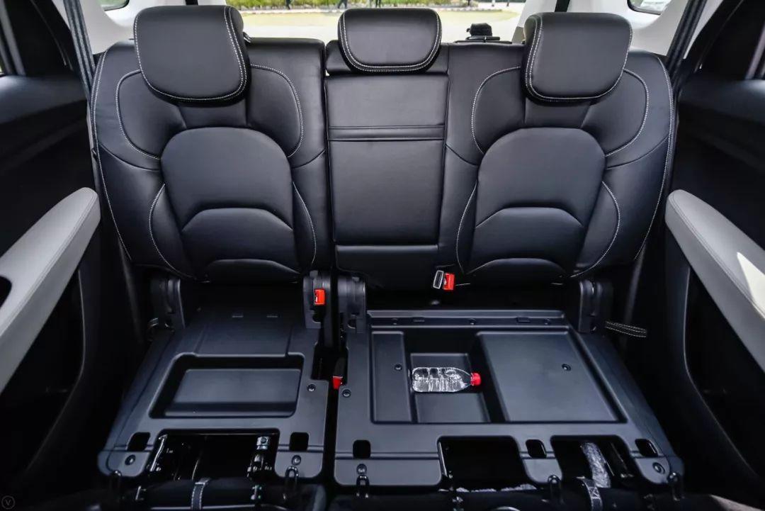试驾性价比超高的7座SUV 这款车很适合家用!