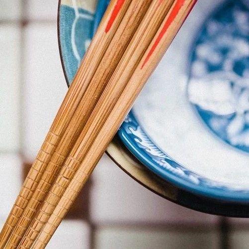 筷子竟能治肩周炎 据说比针灸按摩还有效