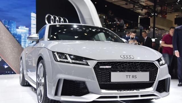 奥迪TTRS:这辆车造型新颖,很适合年轻人驾驶