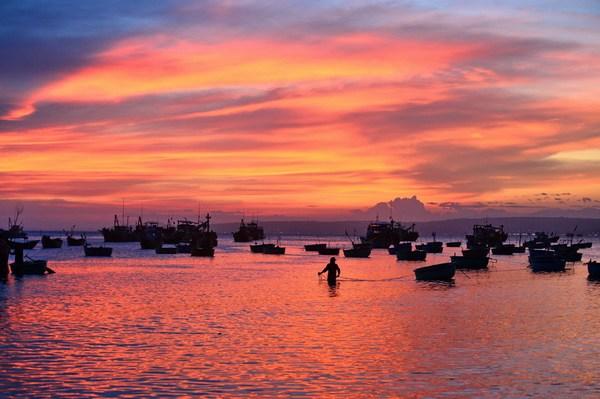 越南美奈:风情渔村最美的夕阳海湾