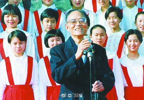 1999年,钟立民在厦参加鼓浪屿旅游节开幕式。