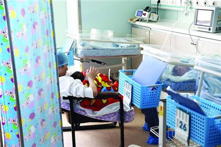 上海每年出生20万新生儿 早产儿发生率达10%