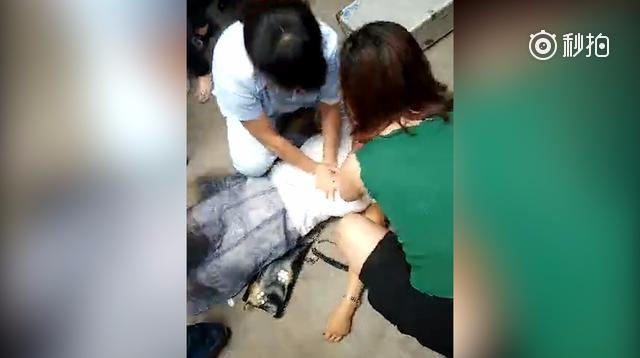 高中女生与母亲发生争执后跳楼 砸死过路行人