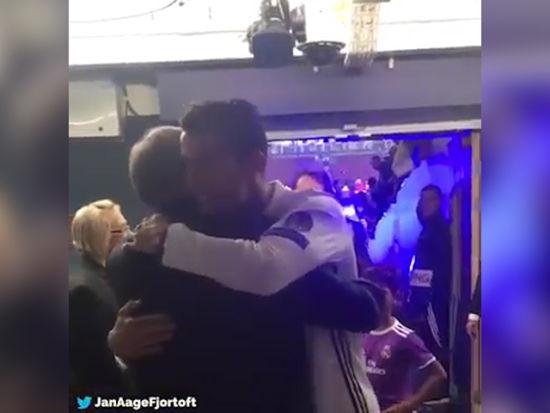 花絮视频-感人!弗格森赛后与C罗拥抱 祝贺爱徒夺冠