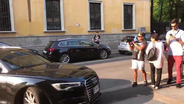 视频-波尔图前锋安德烈-席尔瓦即将接受米兰体检