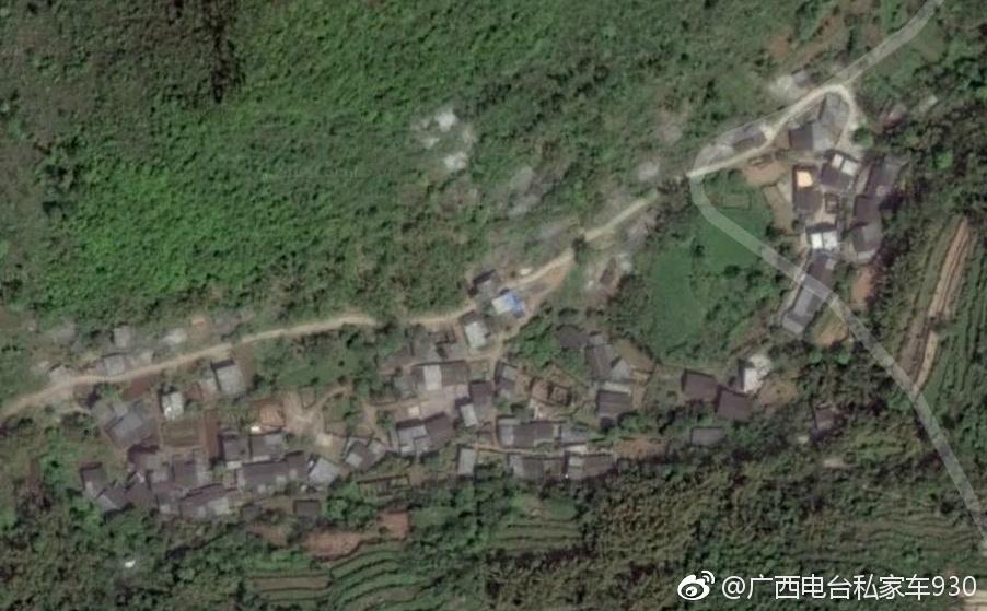 宜州:村民房屋遭边坡塌方冲击致2人被埋 生死未卜