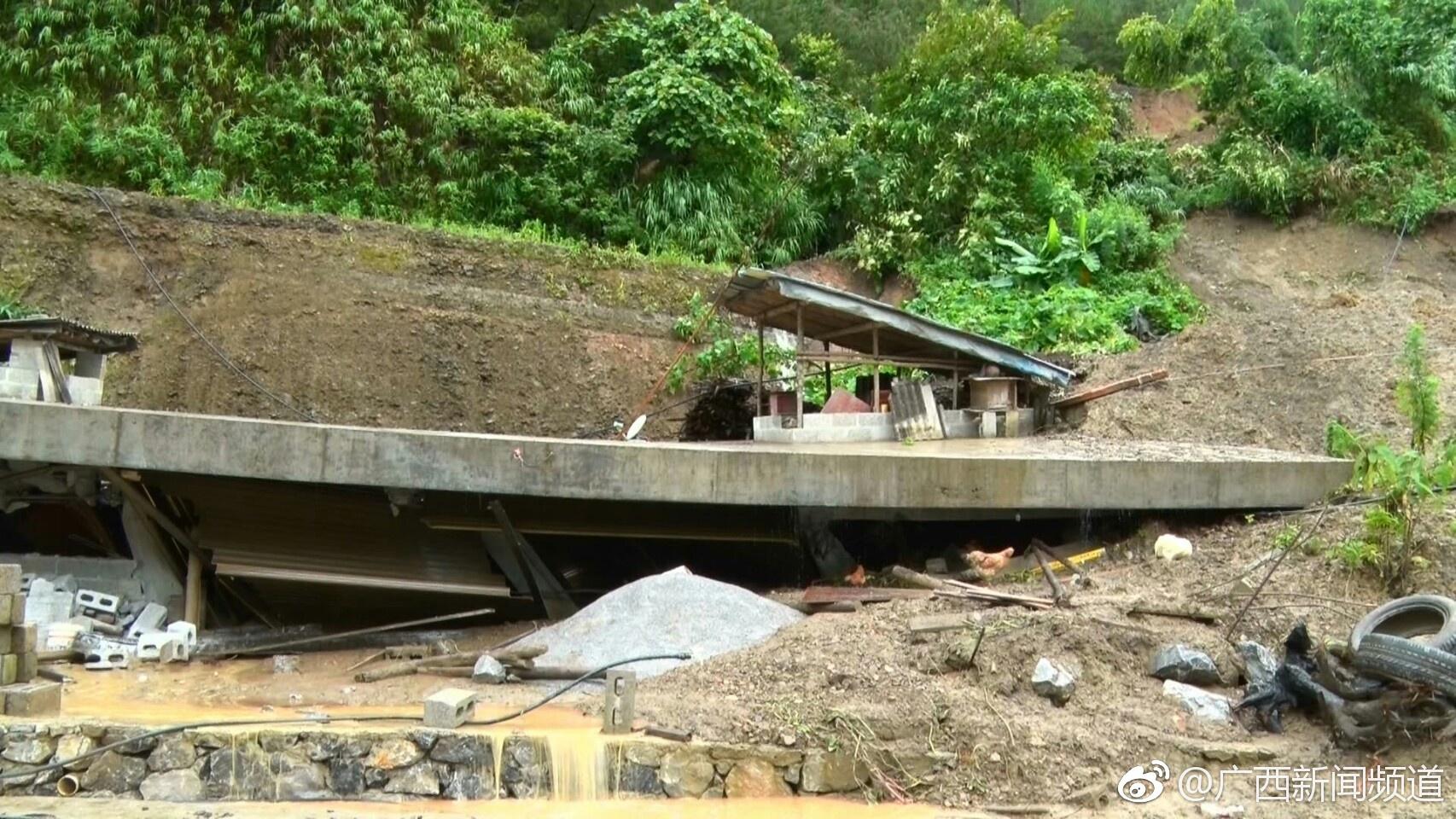 河池凤山强降雨后山体滑坡 一民房倒塌损毁