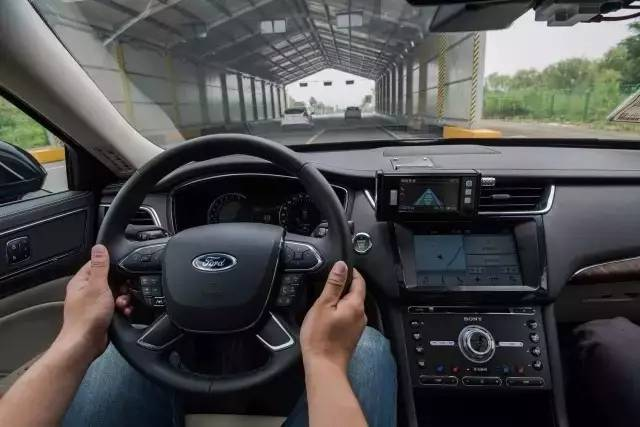 体验了福特的交通拥堵辅助系统测试,才明白什么叫轻松驾乘