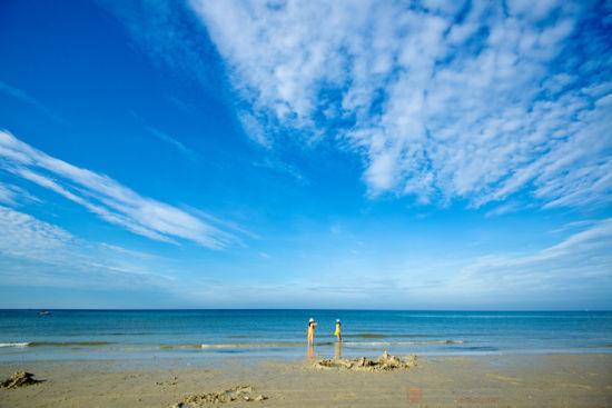 清晨安静的北海银滩 图:新浪博主/泡鱼儿