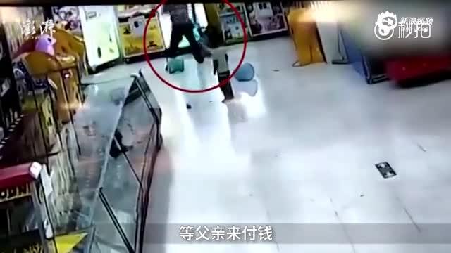男子疯狂殴打亲生女儿被拘