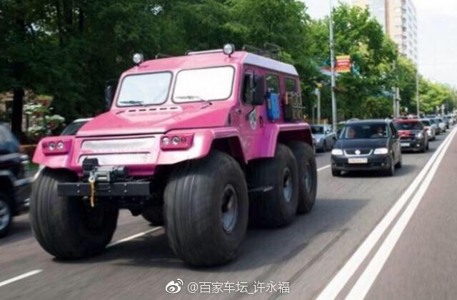 这个颜色的越野车开在路上,是不是很拉风? 