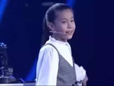 人民日报点赞柳州八岁天才少女 因为她拥有3D眼