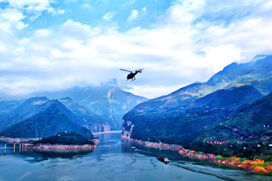 到奉节乘直升机游三峡
