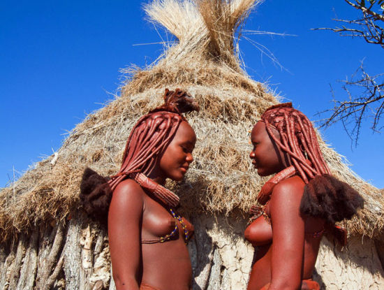 探访露乳为美的辛巴族 三头牛能换一个老婆