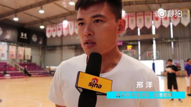 视频-清华附中教练:美队身体素质强 比赛为锻炼新球员