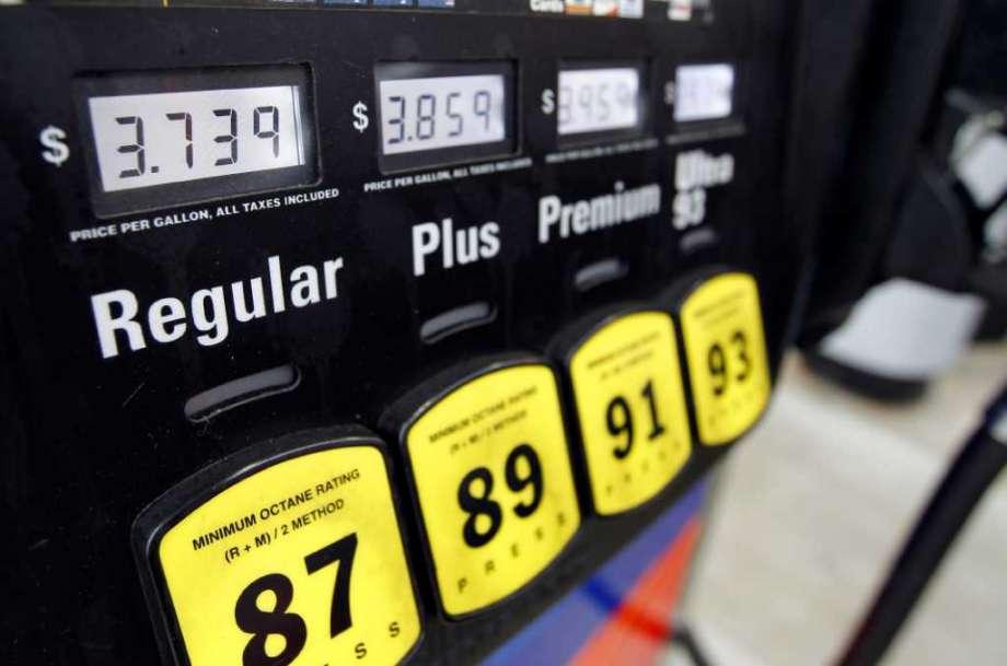 """▲与中国的""""研究法""""不同,美国汽油标号是""""研究法""""和""""马达法(MON)""""的平均值"""