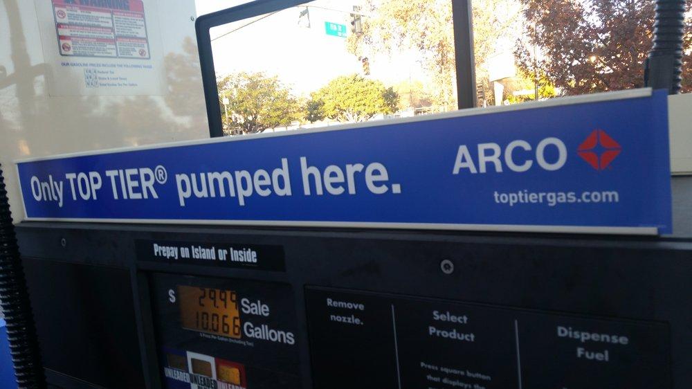 "▲AAA认为,加入更多清净剂的""TOP TIRE""汽油可以有效预防发动机积碳生成"
