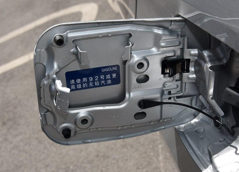 ▲中国汽车的这种标方式会让车主纠结,该加92号还是95号?