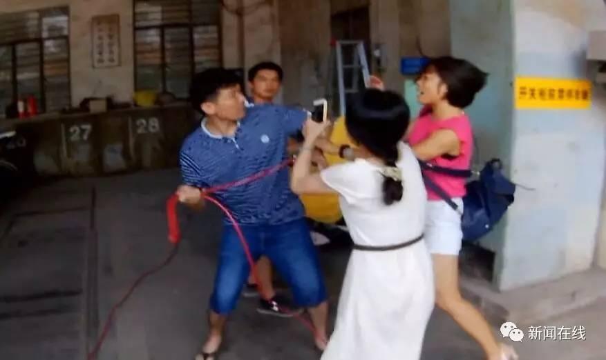 """南宁:租房遇到""""老赖"""" 事情最后闹大了!掐架视频"""