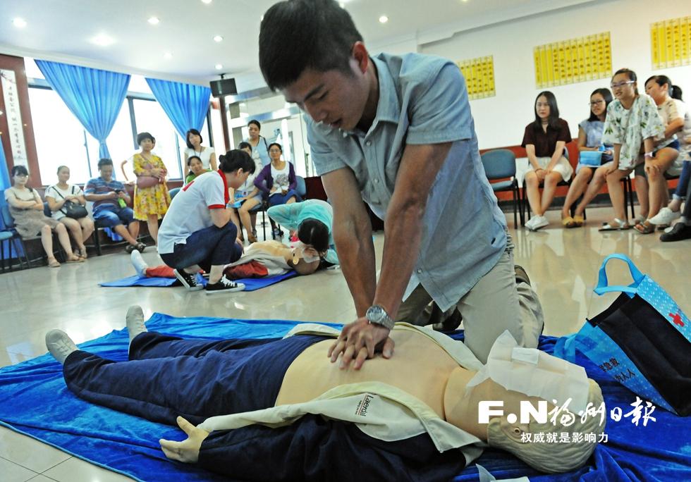 鼓楼区普及应急救护知识 700多人参与暑期培训班