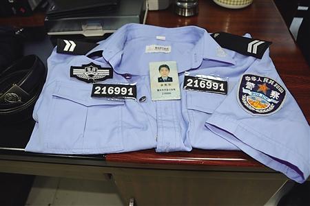 重庆一男子冒充警察诈骗90万 妻子从未怀疑身份