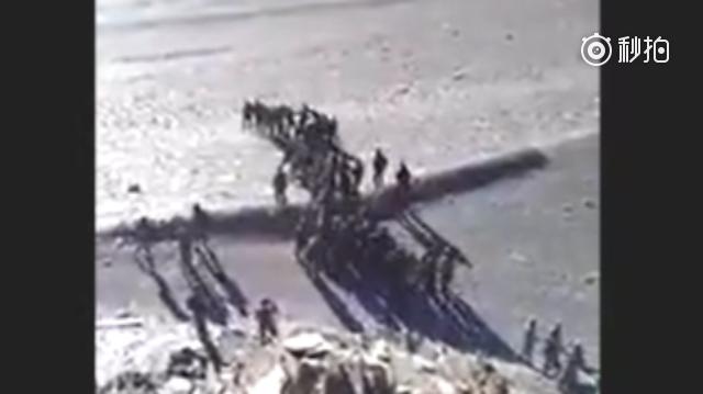 疑似中印双方士兵班公湖对峙