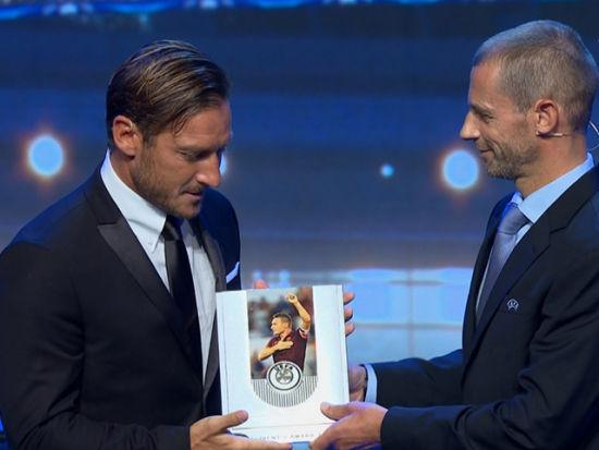 视频新闻-欧足联颁奖典礼 托蒂荣获欧足联主席奖