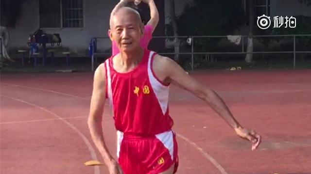 广西田径老将圈粉无数 84岁上赛场玩跨栏(视频)