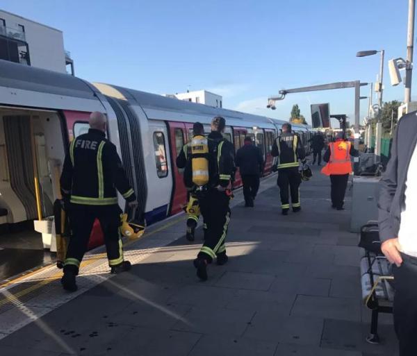 """事件发生的伦敦地铁""""区域线""""已经停运。"""