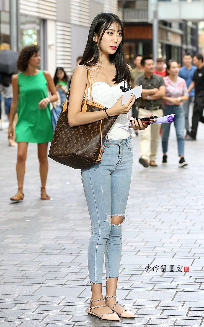美女的牛仔裤样式太有料